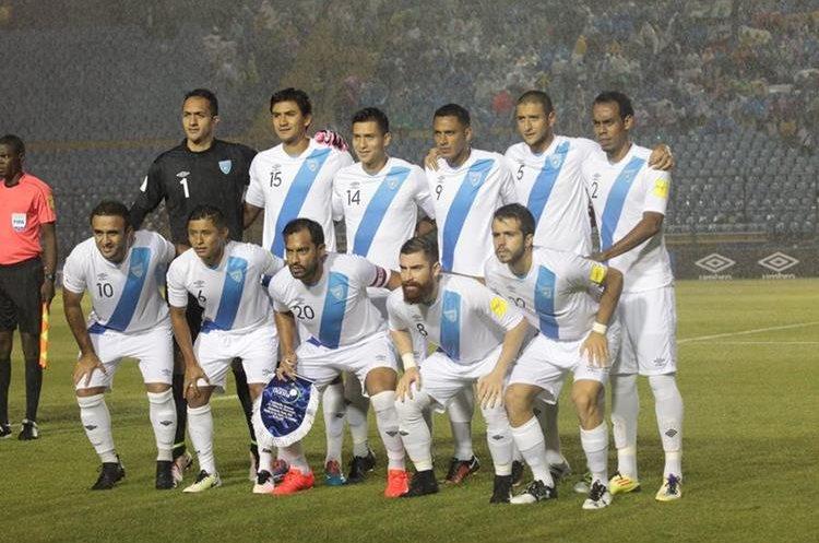 La última alineación de la Selección Nacional con participación internacional, en el partido frente a San Vicente y las Granadinas en septiembre de 2016. (Foto Prensa Libre: Hemeroteca PL)