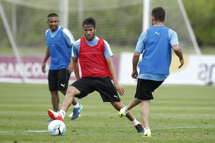 Egidio Arévalo, Álvaro González y Federico Ricca durante el entrenamiento de Uruguay en Montevideo. (Foto Prensa Libre: EFE)