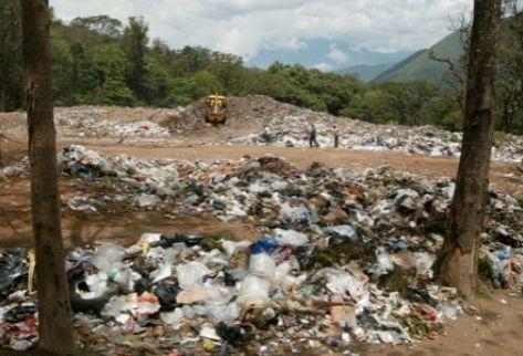 Tala ilícita, basura por todos lados,  fuentes de agua agotadas y  explotación minera agobian a guatemaltecos.
