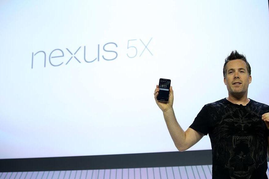 Dave Burke anuncia el nuevo teléfono Nexus 5X durante un evento mediático de Google. (Foto Prensa Libre: AFP)