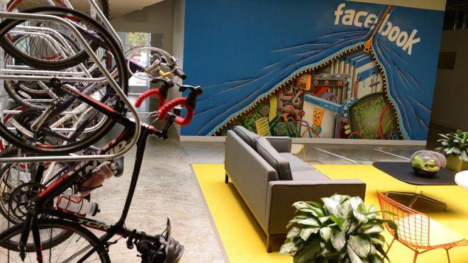 Los trabajadores de Facebook tienen muchos lugares comunes donde trabajar o poder distraerse (GETTY IMAGES).
