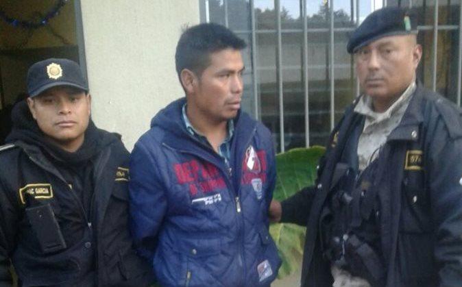 Moisés Ramírez Gómez, de 30 años, aprehendido en San Marcos cuando trasladaba dos paquetes con cocaína. (Foto Prensa Libre: PNC)
