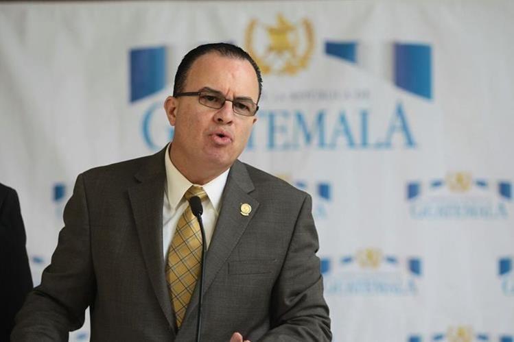 El Ministro de Agricultura Mario Méndez expone los planes para contener la crisis alimentaria.(Foto Prensa Libre: Álvaro Interiano)