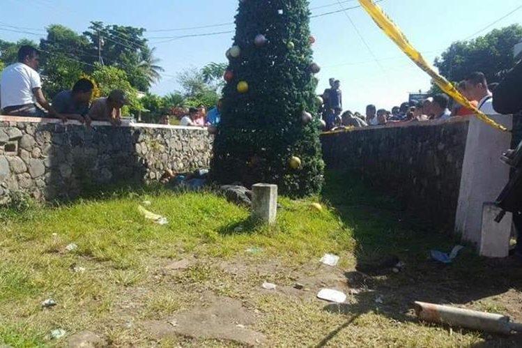 Mueren cinco personas cuando colocaban árbol de navidad, en Guatemala