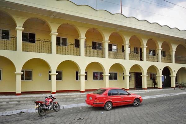 la sede de la Municipalidad fue reconstruida luego de que fuera quemada en el 2011.