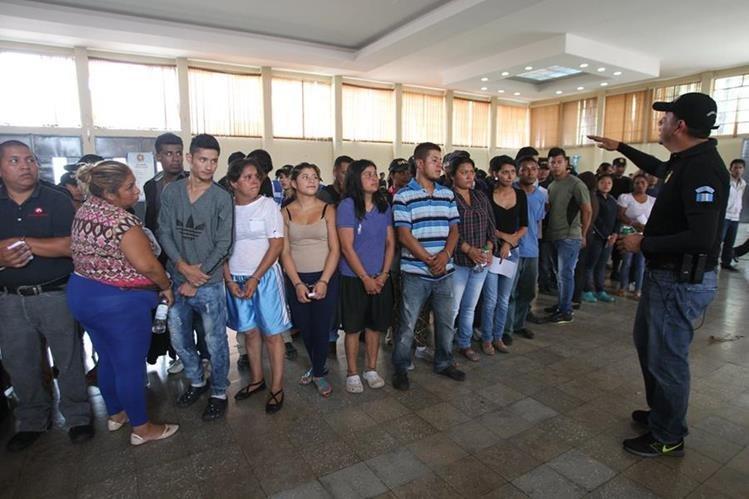 El pasado 2 de mayo autoridades capturaron a 72 integrantes de una estructura criminal de la pandilla Barrio 18 dedicada a la extorsión a transportistas y asesinatos (Foto Prensa Libre: Hemeroteca PL).