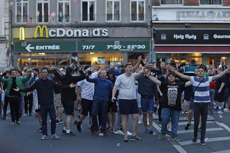 Aficionados han generado disturbios en Francia y empañado la Eurocopa 2016. (Foto Prensa Libre: AP)