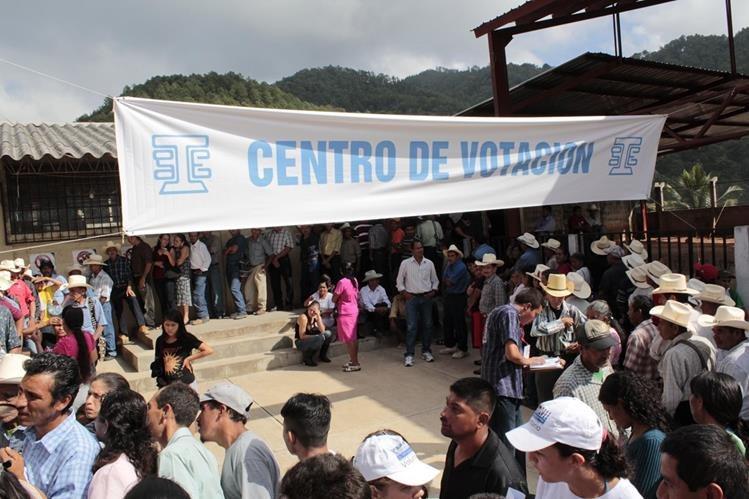 La magistrada del TSE, María Eugenia Mijangos considera que a como de lugar las elecciones se celebrarán el próximo domingo. (Foto Prensa Libre: Hemeroteca PL)