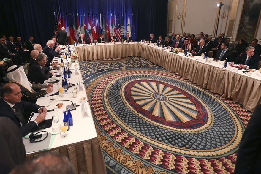 Los ministros de relaciones exteriores discuten la situación de Siria en un hotel de Manhattan. (Foto Prensa Libre: AFP).