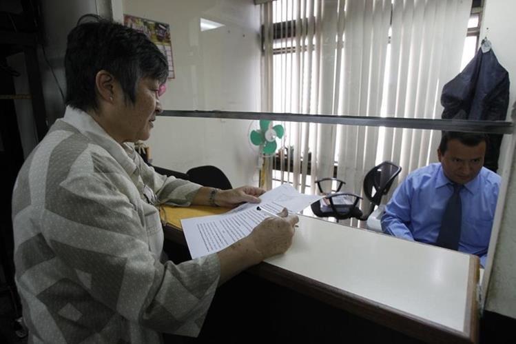 Hellen Mack interpuso una solicitud de antejuicio contra Jimmy Morales, a nombre de la fundación Mirna Mack. (Foto Prensa Libre: Paulo Raquec)