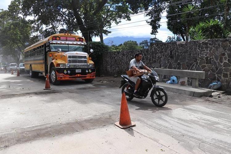 Autoridades habilitaron un carril de la ruta entre Antigua Guatemala y Pastores, Sacatepéquez. (Foto Prensa Libre: Renato Melgar)