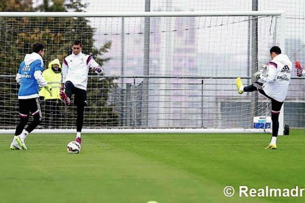 La preparación de los porteros del Real Madrid de cara al clásico frente al Barcelona se ha intensificado. (Foto Prensa Libre: Real Madrid.com)