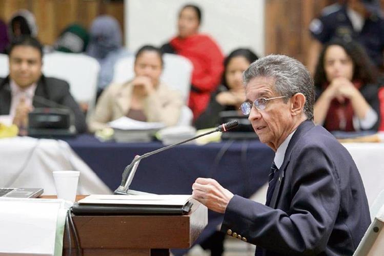 HÉCTOR ROSADA declara ante el tribunal, durante el juicio en contra del coronel Esteelmer Francisco Reyes y el excomisionado militar Heriberto Valdez.