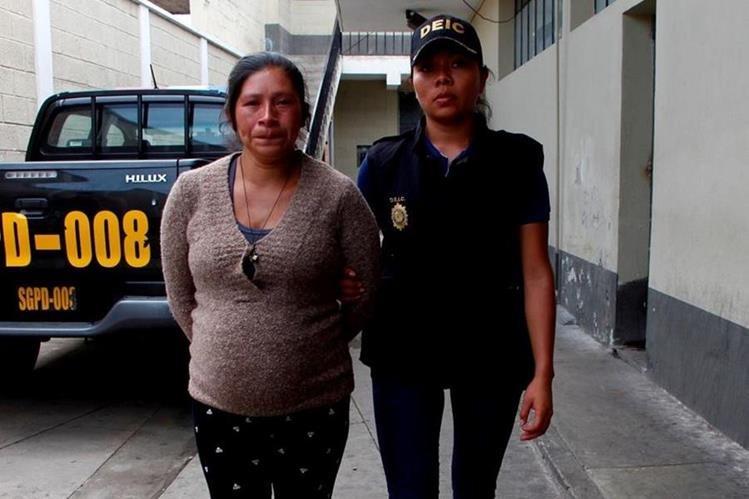 Romelia de Jesús Sánchez Ucelo es sindicada de haber abortado y abandonar el feto en una fosa, en Jalapa. (Foto Prensa Libre: PNC)