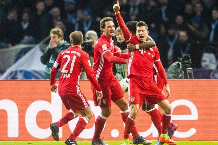 """El Bayern resurgió casi al final del partido con un gol salvador de """"Lewy"""". (Foto Prensa Libre: AFP)"""