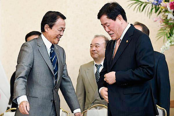 Viceprimer ministro chino se reúne con homólogo japonés.