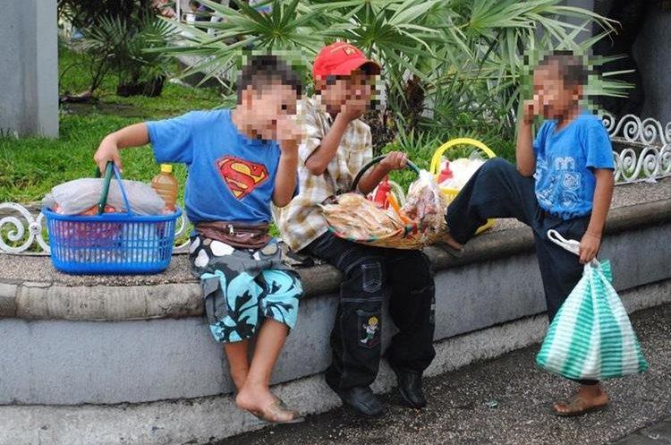 Muchos niños abandonan la escuela para dedicarse a trabajar. (Foto Prensa Libre: Hemeroteca PL)