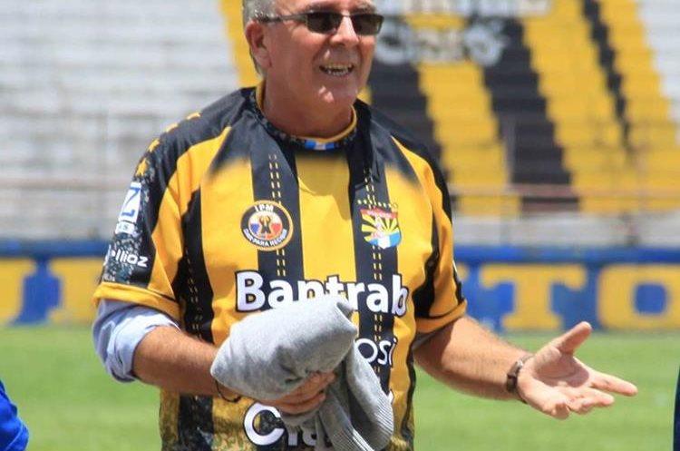 El técnico Ariel Sena dirigirá al plantel a partir de la próxima semana.