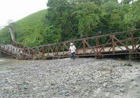 El colapsó del puente Mixco en Los Amates, Izabal, afecta a unas cinco mil personas de las aldeas Mixco, Agua Caliente, Tepemechines y Los Cocos. (Foto Prensa Libre: Conred)