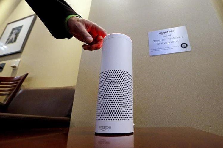 Previo a la llegada del HomePod de Apple, Amazon y Microsoft han realizado una alianza para potenciar sus asistentes de voz (Foto Prensa Libre: AP).