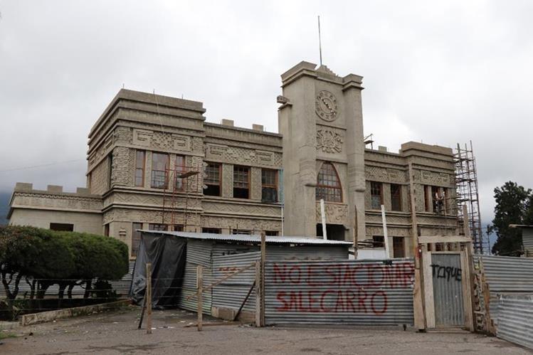 El icónico Palacio Maya está en restauración por los daños causados por el terremoto del 7 de noviembre del 2012. (Foto Prensa Libre: Whitmer Barrera)