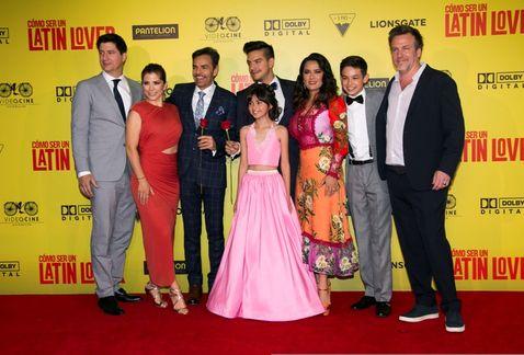 Elenco de la película Cómo ser un latin lover. (Foto Prensa Libre: milenio.com)