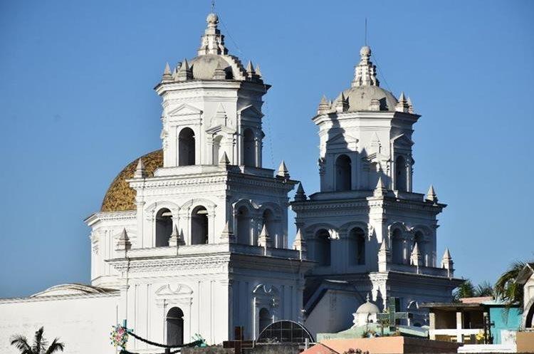 El interior de la Basílica de Esquipulas puede albergar a una cantidad de tres mil feligreses.(Foto Prensa Libre: Mario Morales)