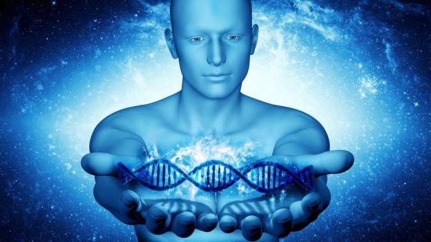 """Un estudio reciente sugiere que el ADN de ciertos retrovirus endógenos influencia la producción de proteínas que a su vez regulan la expresión o silenciación de los genes """"normales"""" adyacentes. SVISIO / GETTY IMAGES"""
