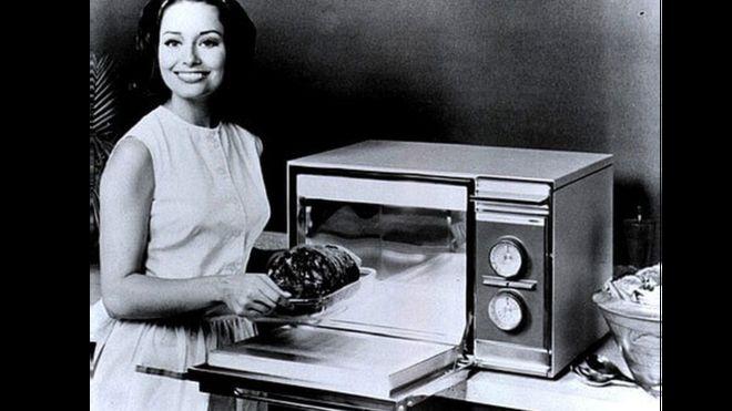 El primer microondas similar al que conocemos en la actualidad salió a la venta en 1967. (AMANA)