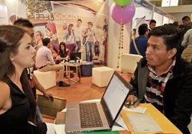 Investigar y conocer la empresa o a personas con las que se reunirá para una entrevista laboral es importante para la contratación. (Foto Prensa Libre: Hemeroteca)