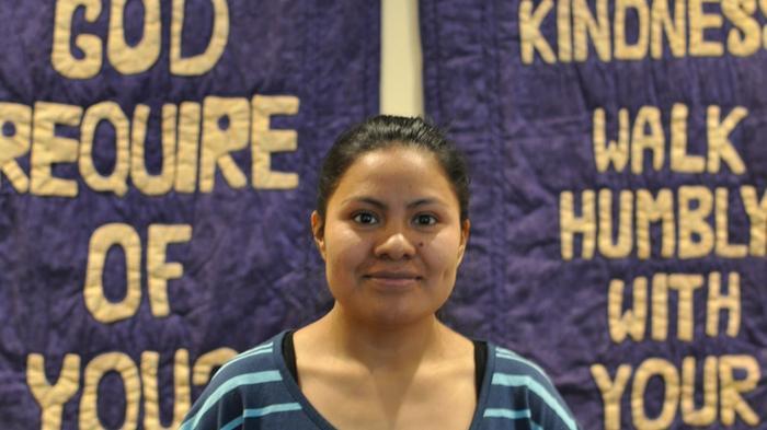Hilda Ramírez y su hijo de 10 años viven en una iglesia de EE.UU. desde hace un año para evitar la deportación. (Foto Prensa Libre: Vice News)