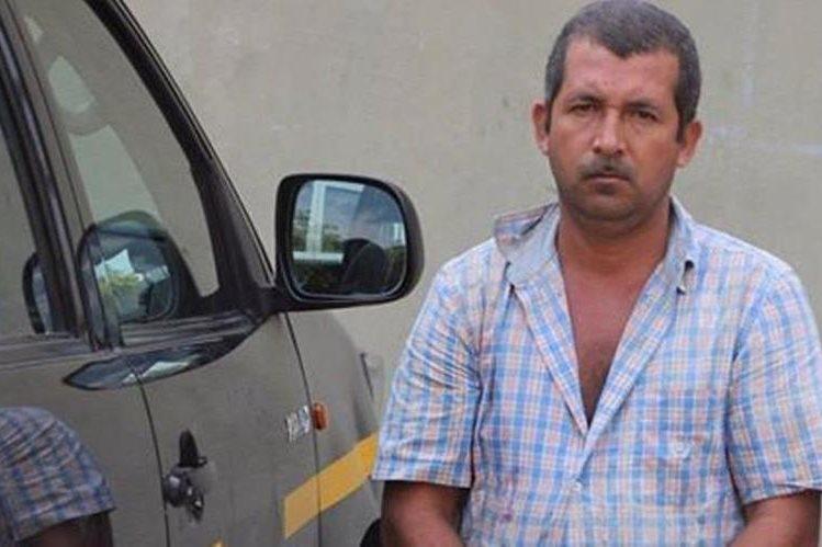 Luis Cervantes fue capturado en San Andrés, Petén, sindicado de un delito. (Foto Prensa Libre: PNC).