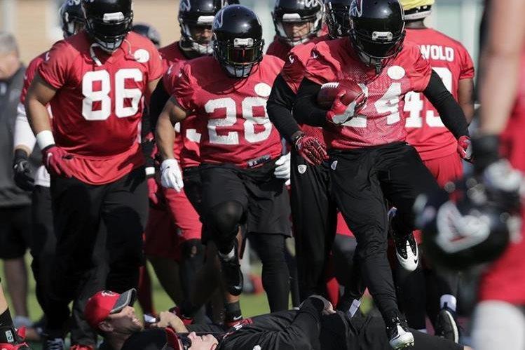 Devonta Freeman (24)es una de las apuestas de los Atlanta Falcons contra los New England Patriots. (Foto Prensa Linda: AFP)