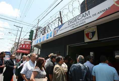 La Digecam es la única institución que puede emitir licencias de portación y tenencia de armas de fuego, y  es donde se deben registrar las armas.