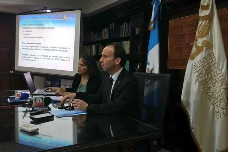 El Procurador de Derechos Humanos presenta informe de cumplimiento a la Ley de Acceso a la Información de entidades del ejecutivo. (Foto Prensa Libre: PDH)