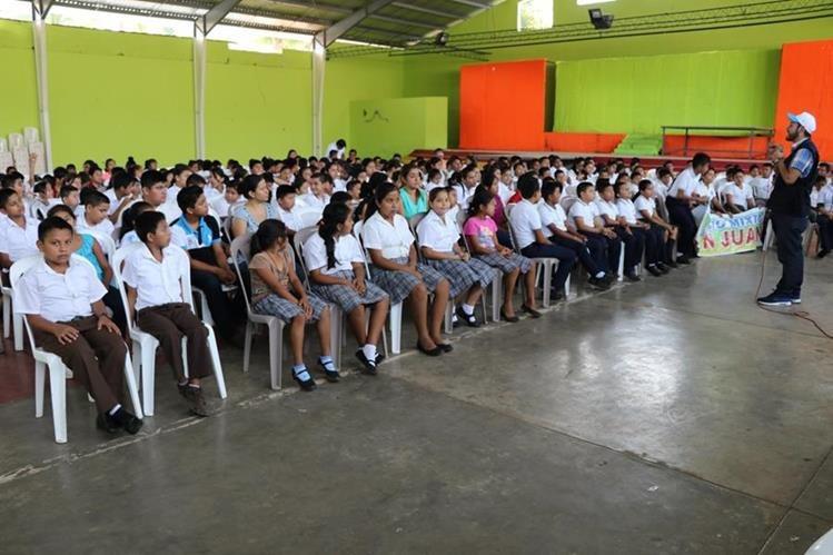 Unos tres mil estudiantes fueron capacitados sobre delitos sexuales. (Foto Prensa Libre: Whitmer Barrera)