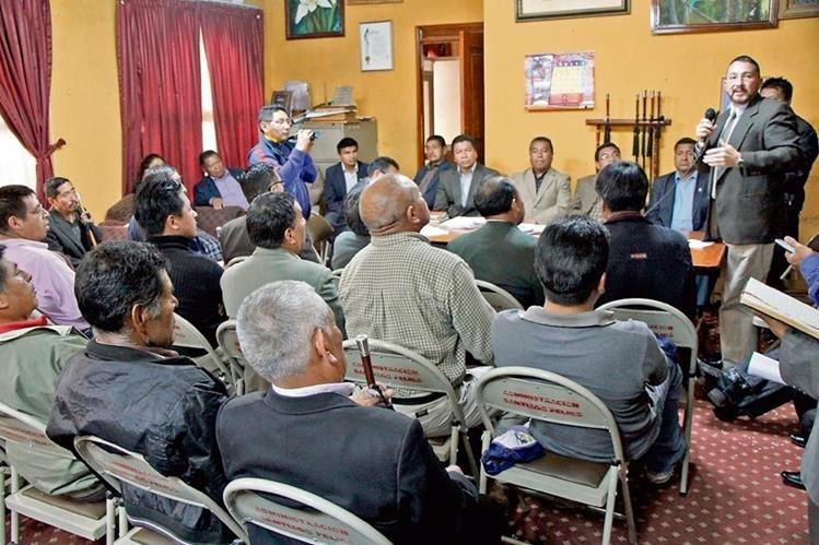 Pobladores de Momostenango, Totonicapán, se reúnen con autoridades de la Municipalidad en busca de frenar el cobro y administración del IUSI.