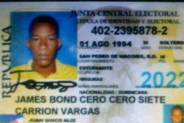<p>Documento de identificación de un hombre a quienes sus padres lo registraron con el nombre del agente secreto inglés. (Foto Prensa Libre: El Gráfico/México)<br></p>