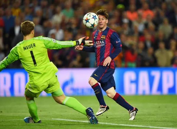 Neuer quedó sin reacción ante el disparo de Leo Messi. (Foto Prensa Libre: Hemeroteca PL)