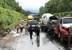 El accidente se registró en el km 50 de la autopista de Palín a Escuintla. (Foto Prensa Libre: Enrique Paredes)