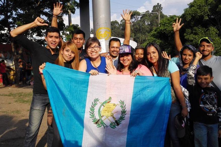 Fanes guatemaltecos recibieron a Arjona con algarabía. (Foto Prensa Libre: Hemeroteca)