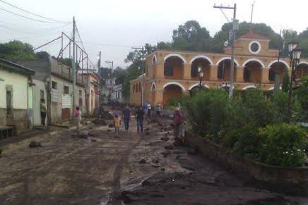 Una de las calles de Jerez que resultó afectada por las inundaciones del jueves último. (Foto Prensa Libre: Óscar González)