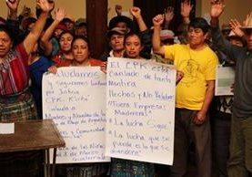 Mujeres se manifiestan en contra la tala en Quiché. (Foto Prensa Libre: Héctor Cordero)