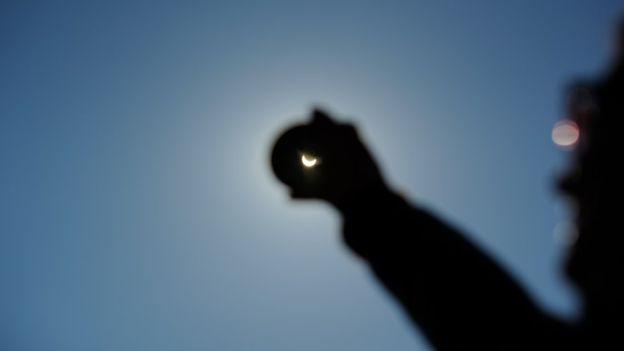 Los filtros se podrán retirar cuando el sol esté totalmente cubierto. GETTY IMAGES