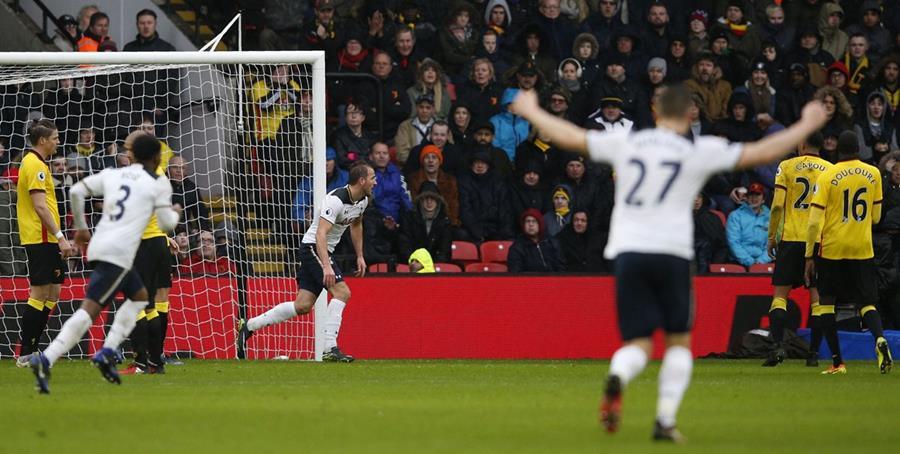 Harry Kane festeja luego de anotar el segundo gol del Tottenham. (Foto Prensa Libre: AFP)