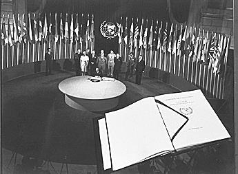 Firma de la carta de las Naciones Unidas en 1945. (Foto: Hemeroteca PL)