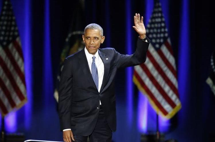 Obama recibe un baño de ovación en Chicago.