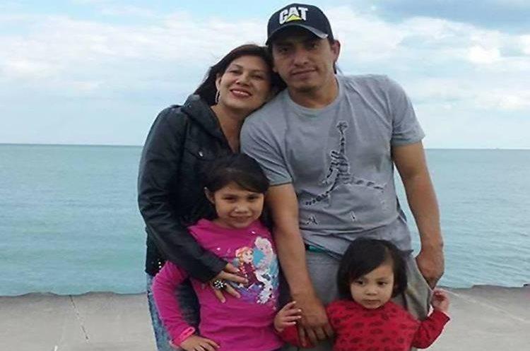 Una imagen de la familia Catalán Adame durante una visita a la playa. (Foto Prensa Libre: Celene Adame)