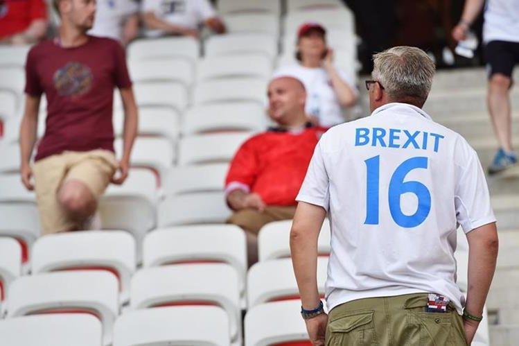 Miles de ciudadanos de Reino Unido votaron a favor de la salida de la Unión Europea. (Foto Prensa Libre: EFE)