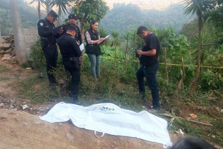 La menor murió debido al golpe del vehículo, en Talquezal, Jocotán, Chiquimula. (Foto Prensa Libre: Mario Morales)